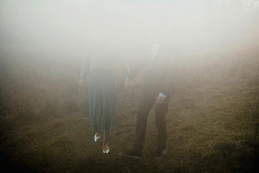 sesja zdjęciowa we mgle