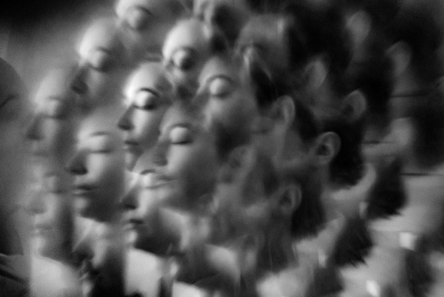 artystyczny portret panny młodej w wykonaniu: Fabryka Kreatywna fotografia i film ślubny