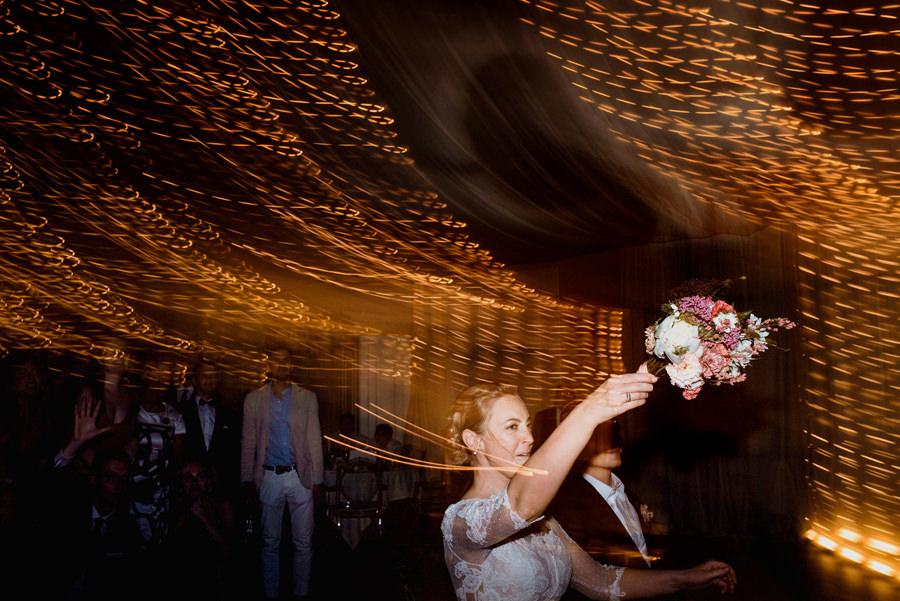 oczepiny, rzut bukietem podczas wesela w rezydencji Miętowe Wzgórza