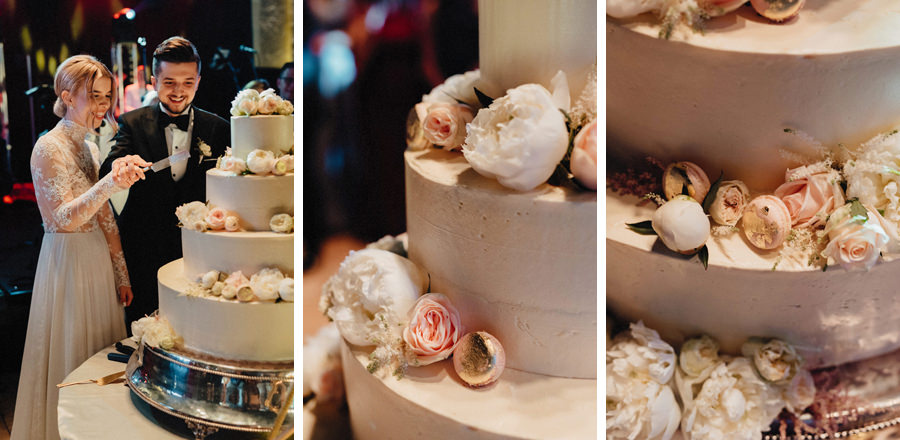 krojenie tortu ślubnego przez parę młodą na ich weselu w hotelu