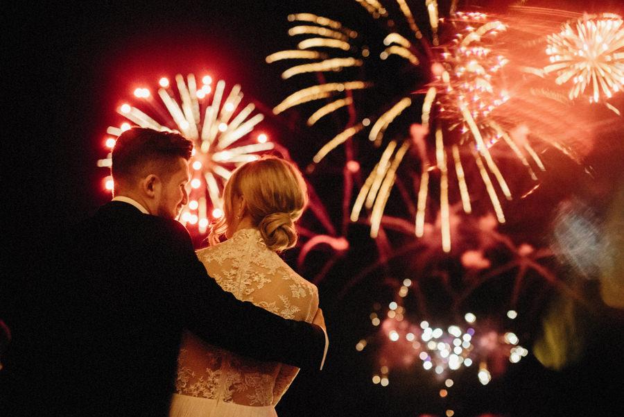 pokaz sztucznych ogni na luksusowym weselu